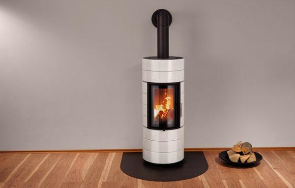 Fonte-flamme-cheminees-jouvin-poele-a-bois-design-contemporain-Colona-Lite-ambiance