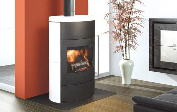 Fonte-flamme-cheminees-jouvin-poele-a-bois-design-contemporain-fifti-ceramique-blanche-il