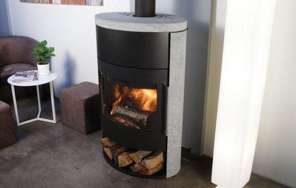 Fonte-flamme-cheminees-jouvin-poele-a-bois-design-contemporain-fifti-pierre-ollaire