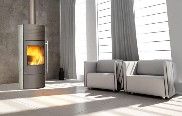 Fonte-flamme-cheminees-jouvin-poele-a-bois-design-contemporain-ilam-gris-cote-pierre-ollaire-porte-bucher-li