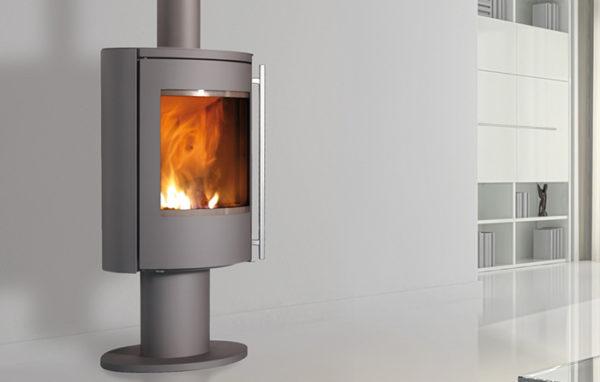 Fonte-flamme-cheminees-jouvin-poele-a-bois-design-contemporain-nara-gris-porte-acier