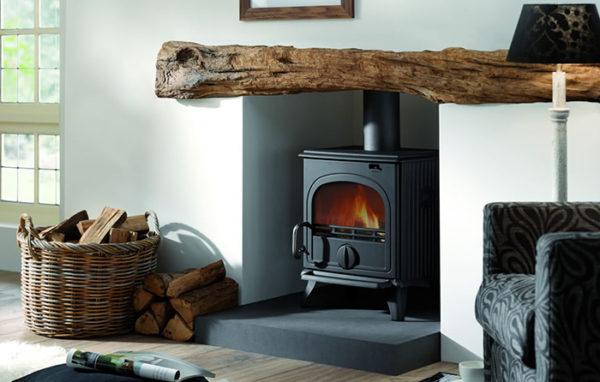 Fonte-flamme-cheminees-jouvin-poele-a-bois-design-design-rustique-44MF-laque-anthracite-stand-il
