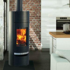 Fonte-flamme-cheminees-jouvin-poele-a-bois-design-contemporain-havana-noir-ambiance