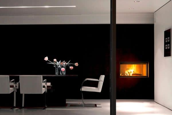 Cheminee MCZ plasma 95 avec cadre decoration acier noir porte relevable