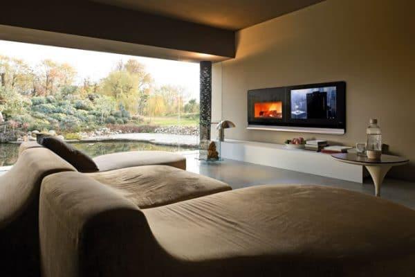Insert cheminée foyer bois MCZ Vivo 90 avec TV Scénario design architecte contemporain cheminées jouvin à Vitré