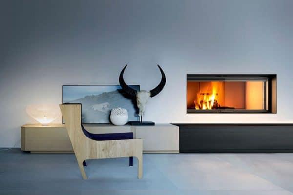 cheminée foyer bois MCZ Plasma 115 avec porte relevable avec cadre acier noir
