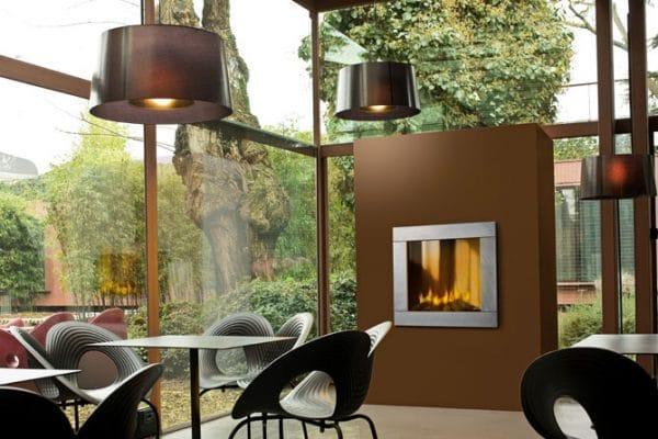 cheminée foyer bois MCZ Plasma 85 habillage moderne porte relevable